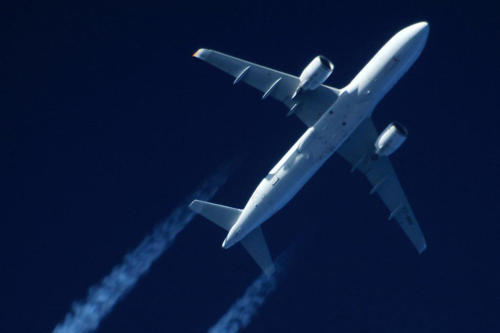 Oradea - aeronave in zbor - Pagina 38 Tc-nbe11