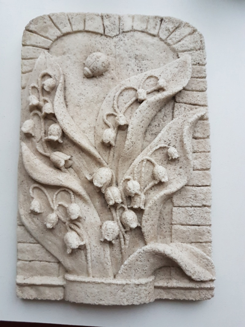 Stone carved lily of the valley 20180235