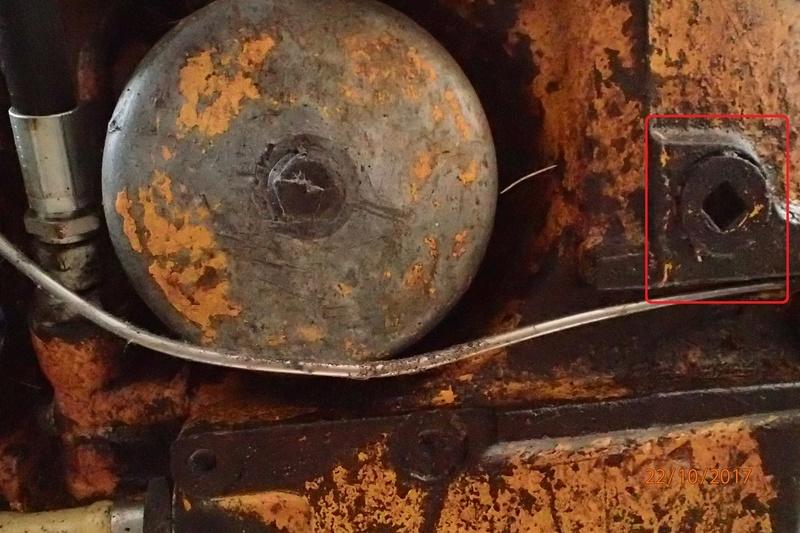 vidange hydraulique et transmission tracto pelle JD310  Pa220110