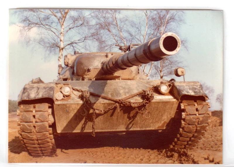 Leopard I Belge en 1977, quelle couleur? 22885711