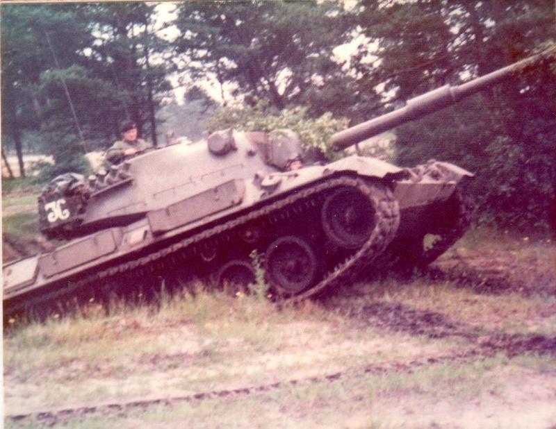Leopard I Belge en 1977, quelle couleur? 23754911