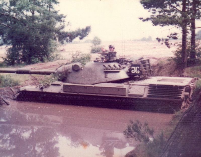 Leopard I Belge en 1977, quelle couleur? 23795611
