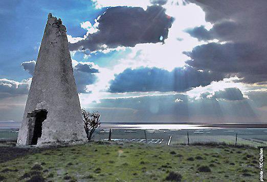 Phare à fumée -Saint Romain sur Gironde -Charente Maritime -France 16421010