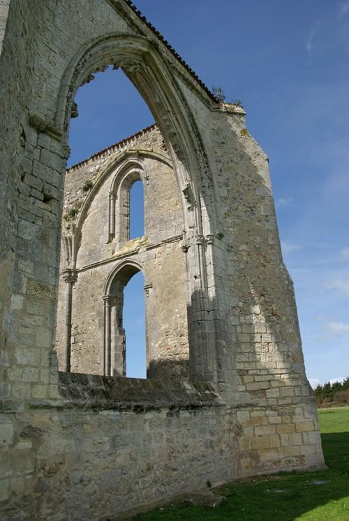 Ruines d'édifices religieux - Page 2 210