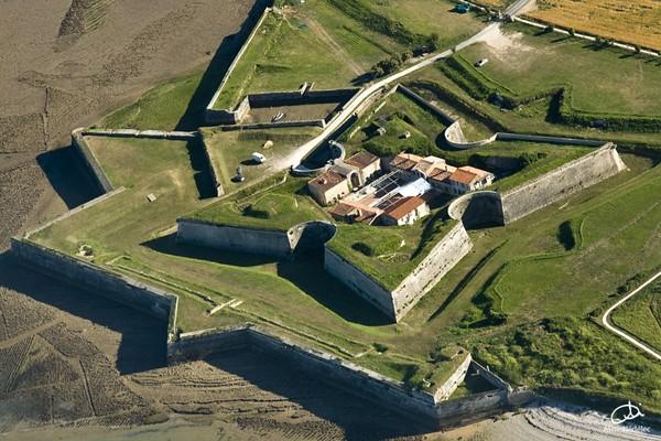 Ruines d'édifices religieux - Page 2 Fort_d11