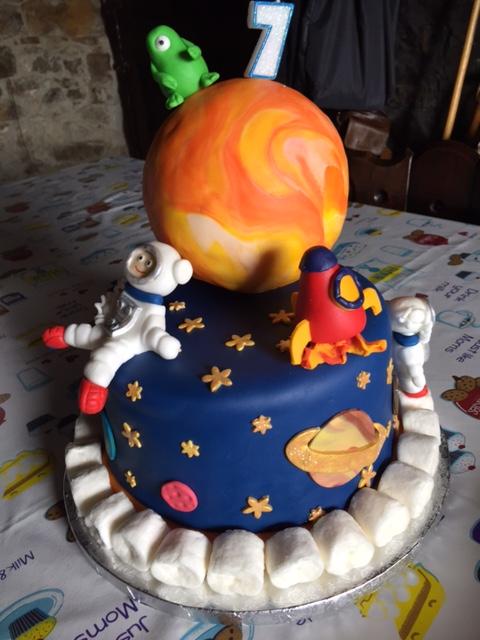 "Tarta decorada fondant: ""Espacio sideral"" Img_6710"
