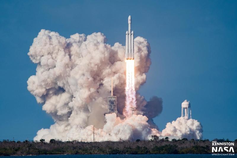 Falcon Heavy (Tesla roadster) - Tir de démonstration - 6.2.2018 - Page 4 Bck_0910