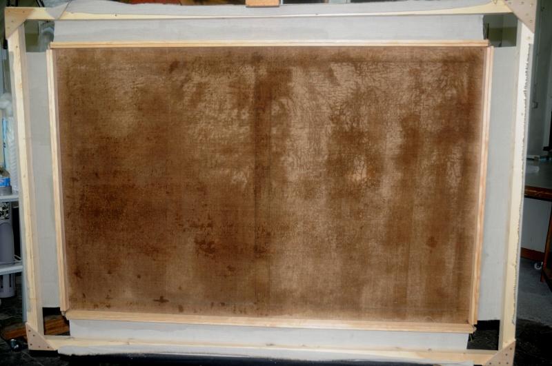 Montage d'une toile sur un bâti provisoire . Bords de tensions peints. Dsc_1510