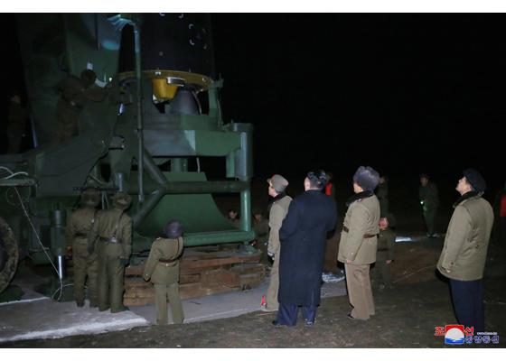Développement des fusées et missiles et la Corée du Nord - Page 5 Hwason11
