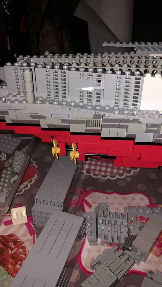 Porte avions en Lego CV05 Panthere 02610