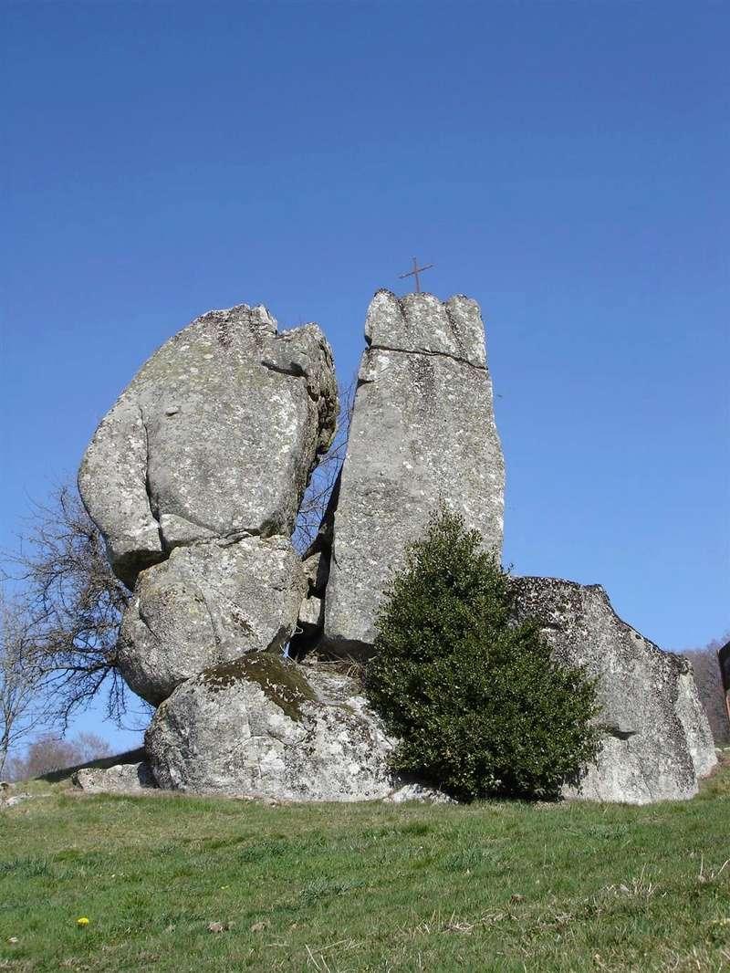 Menhir du roc roti (cantal) Roc_ro10