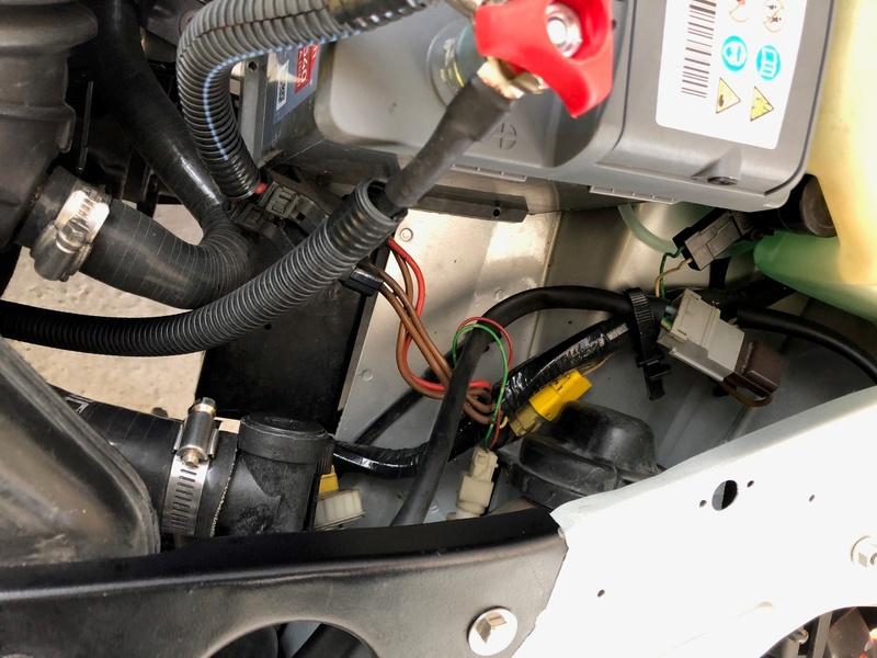 Passage faisceau moteur 205 GTI 1.9 110