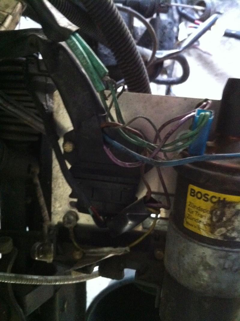 Passage faisceau moteur 205 GTI 1.9 Img_0111