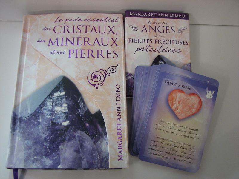 Livre et Cartes des Anges et des Pierres précieuses Img_0122