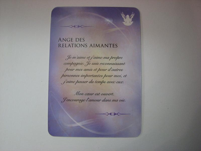 Livre et Cartes des Anges et des Pierres précieuses Img_0126