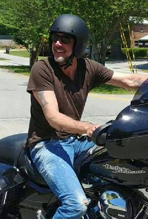 Ils ont posé avec une Harley, uniquement les People 6eba1b10