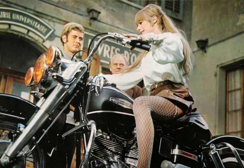 Ils ont posé avec une Harley, principalement les People - Page 38 Bb10