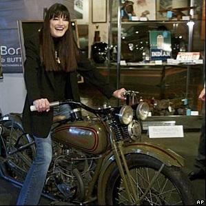 Ils ont posé avec une Harley, uniquement les People - Page 6 Bikerb10