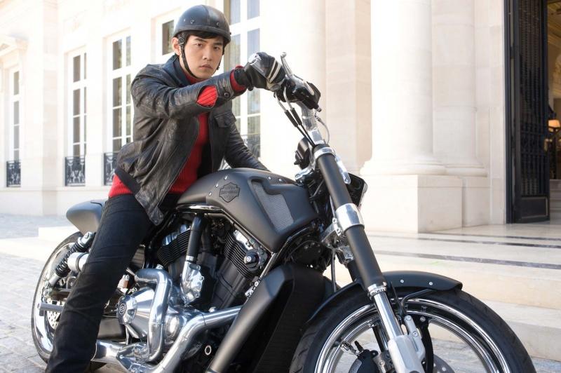 Ils ont posé avec une Harley, uniquement les People - Page 6 Green-11