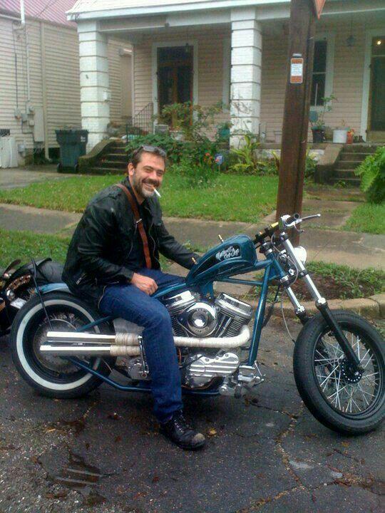 Ils ont posé avec une Harley, uniquement les People Jeffre10