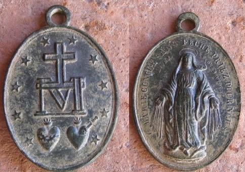 médaille miraculeuse de la rue du Bac à Paris. Coeurs10