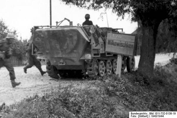SDKFZ 251 le roi de la blitzkrieg - Page 3 251_wu10