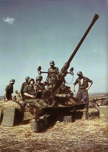 Photos de blindés hongrois Bofors10