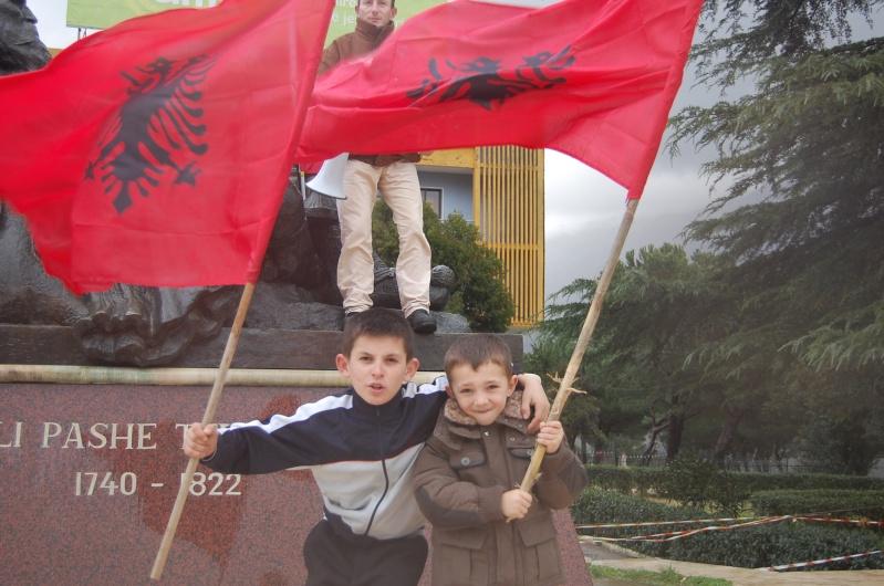 Gjirokastra ne protest kundra denimit te djemve nga tepelena Dsc_0110