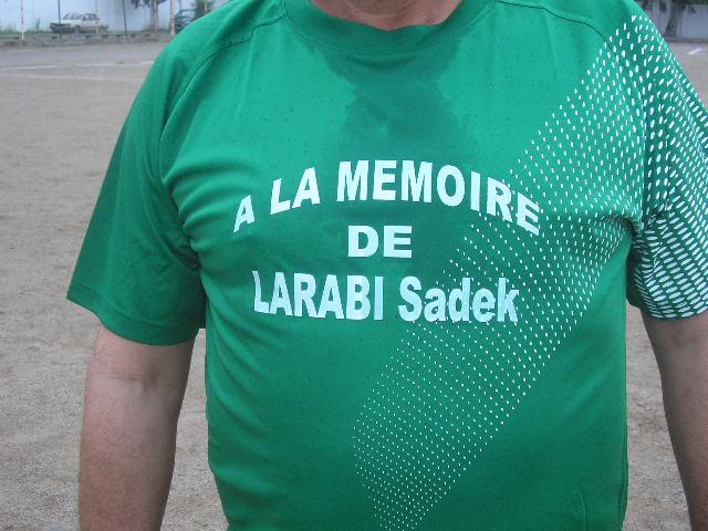 Match Gala à la mémoire de Larabi Sadek (ex-joueur CRBAokas) - Page 5 P1010195