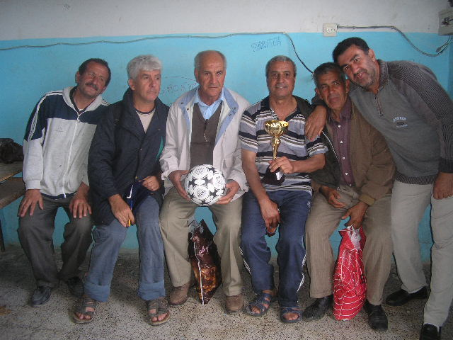 Match Gala à la mémoire de Larabi Sadek (ex-joueur CRBAokas) - Page 4 P1010223