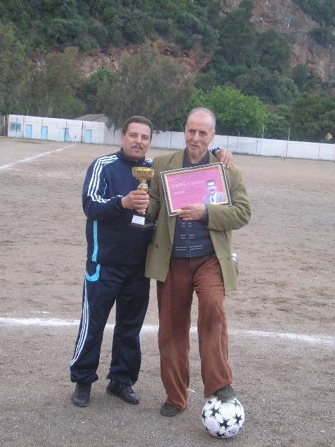Match Gala à la mémoire de Larabi Sadek (ex-joueur CRBAokas) - Page 5 P1010248