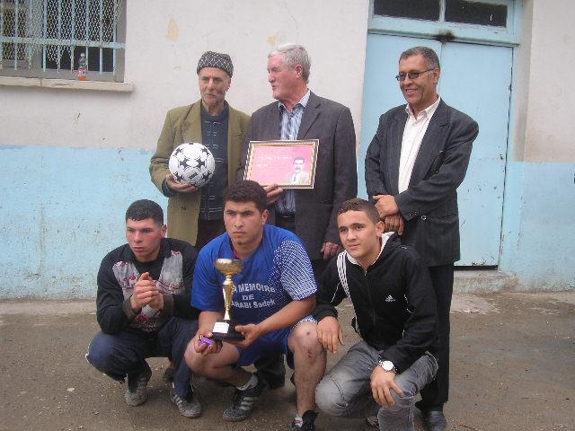 Match Gala à la mémoire de Larabi Sadek (ex-joueur CRBAokas) - Page 5 P1010251