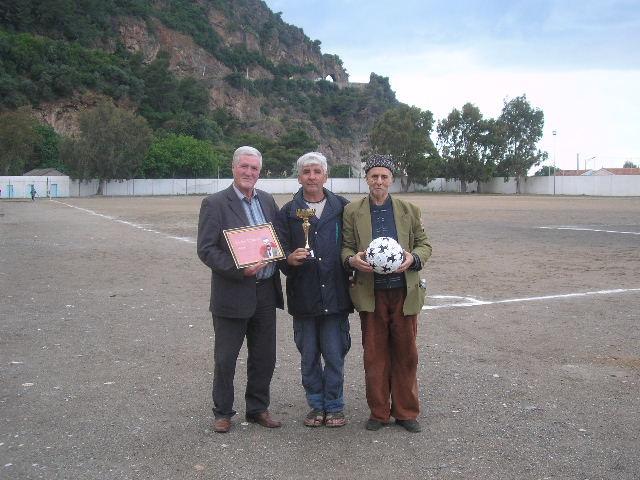 Match Gala à la mémoire de Larabi Sadek (ex-joueur CRBAokas) - Page 5 P1010253