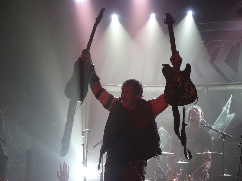 Reviews concerts autres groupes - Page 13 Dsc01121