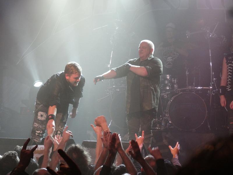 Reviews concerts autres groupes - Page 13 Dsc01212