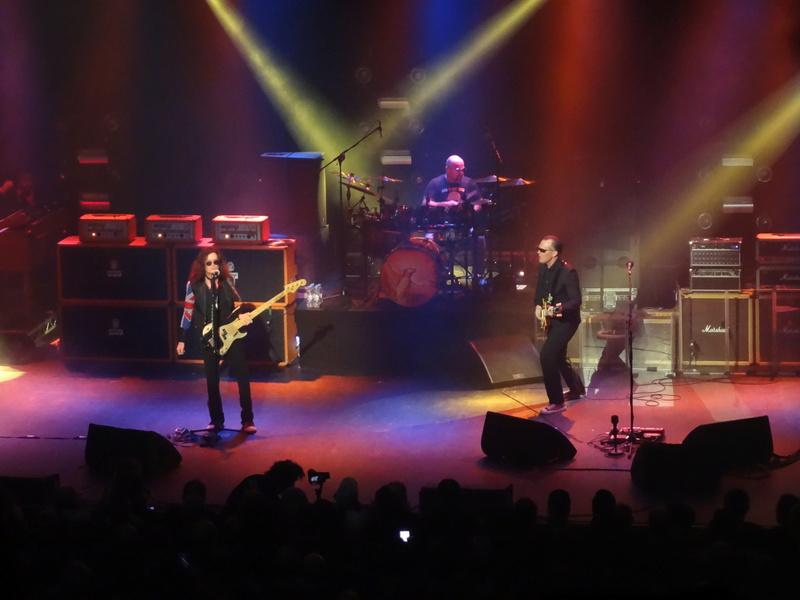 Reviews concerts autres groupes - Page 13 Dsc01324