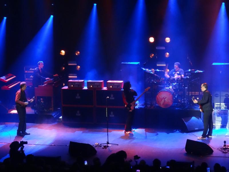 Reviews concerts autres groupes - Page 13 Dsc01415