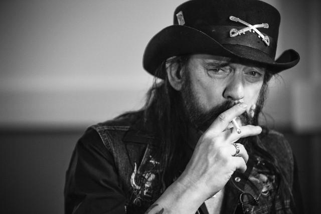 MOTÖRHEAD - Page 16 Lemmy-10