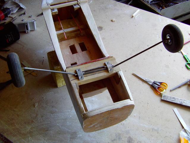 Comment à partir d'une épave fabriquer un petit avion ? Imag0030
