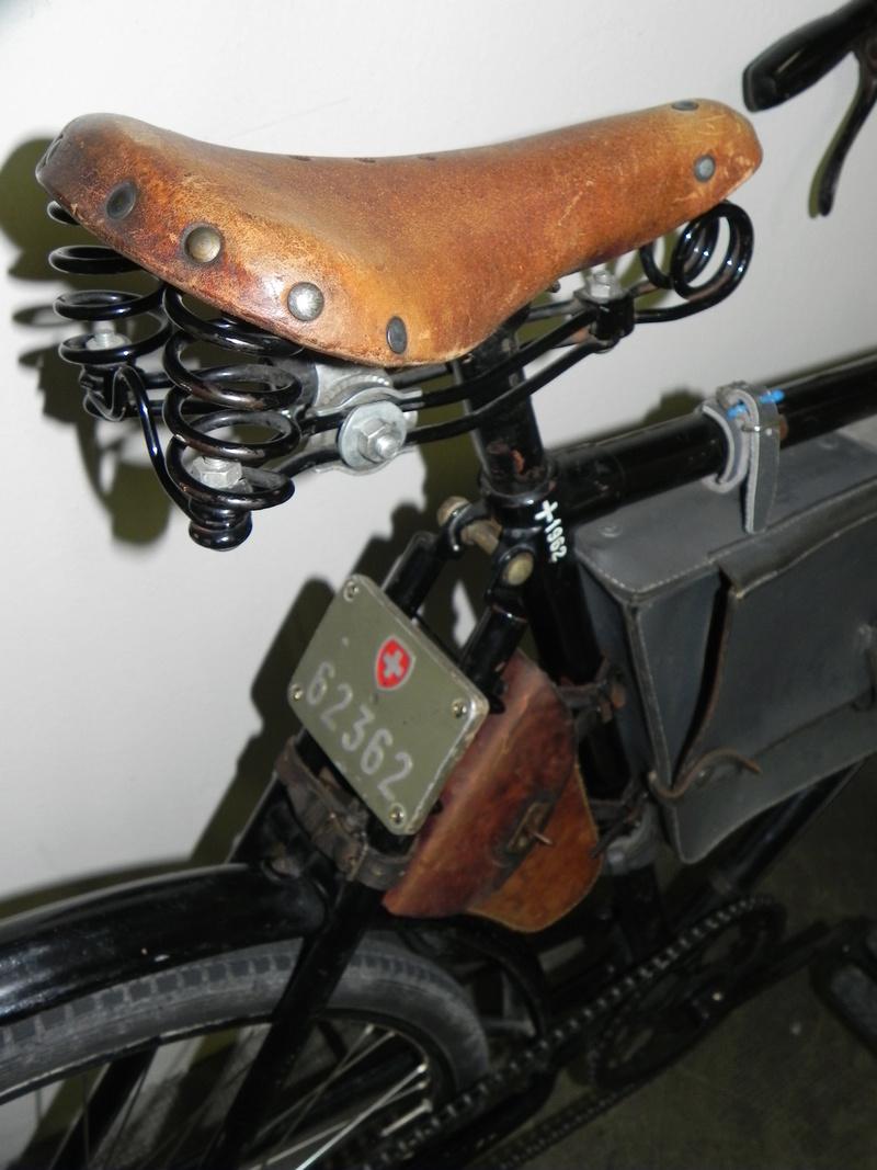 Les vélos militaires suisses - Page 2 Dscn7534