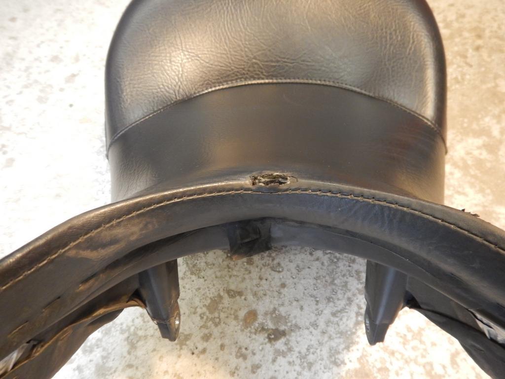 Selle coupée de l'intérieur, à l'avant. Dscn0210