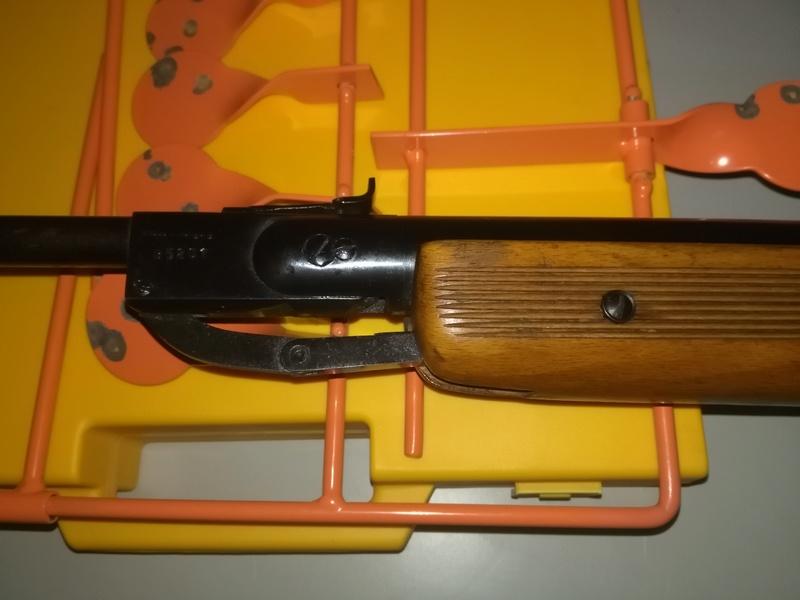 aide pour une identification de carabine Img_2011