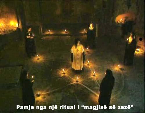 zeze - Nën kthetrat e magjisë së zezë Nenkth10