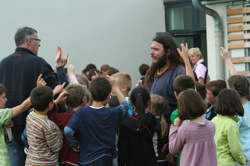 Représentation à l'école Paul Emile Victor (Baisieux) - juin 2009 Img_2110