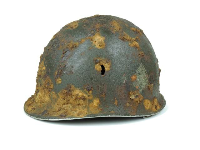 Le casque d'un para US, enfoui depuis 74 ans à Carentan, mis au jour 27625010