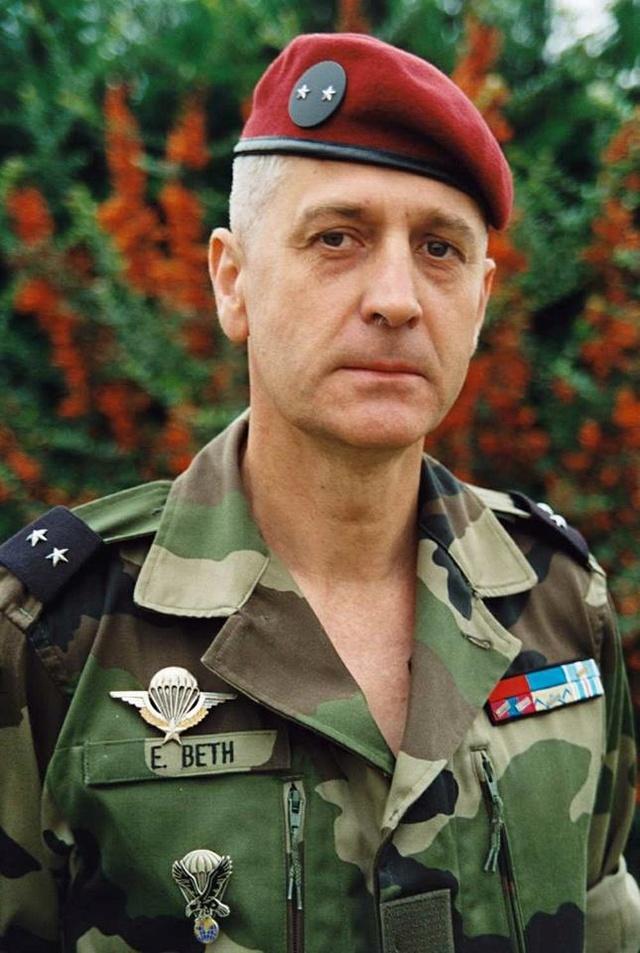 Décès du Général Emmanuel BETH, ancien commandant de la 11e Brigade Parachutiste 29792010