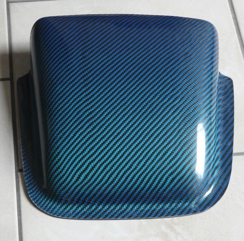 Pièces en Carbone bleu et rouge - Angély Composites P1130113
