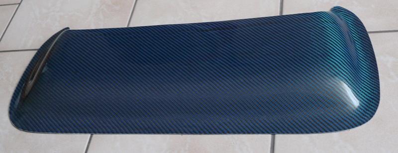 Pièces en Carbone bleu et rouge - Angély Composites P1130210