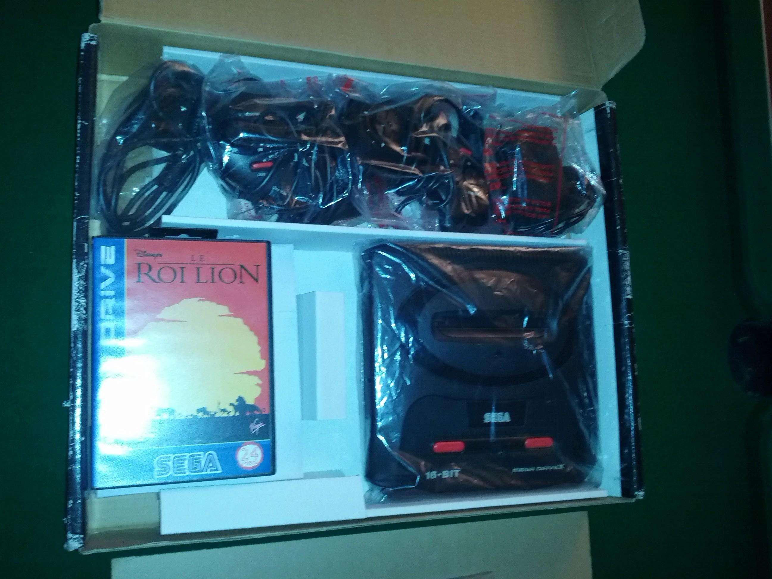 [VENDS] Console Megadrive II - Pack Le Roi Lion - complet en boite Img_2036