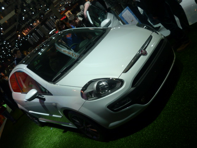 2009/12 - [Fiat] Punto Evo - Page 10 8010
